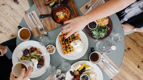 Syökö mainosmies pöydässäsi vai pelastaako se hyvinvointivaltion?